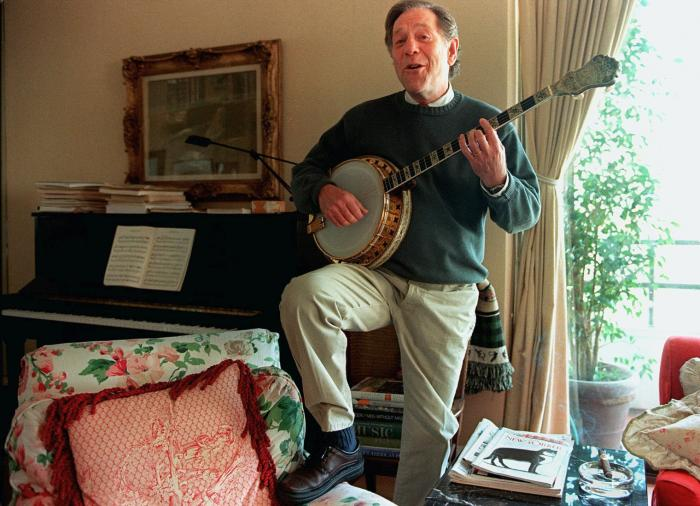 Actor George Segal plays the banjo at his home in Los Angeles in 1997.