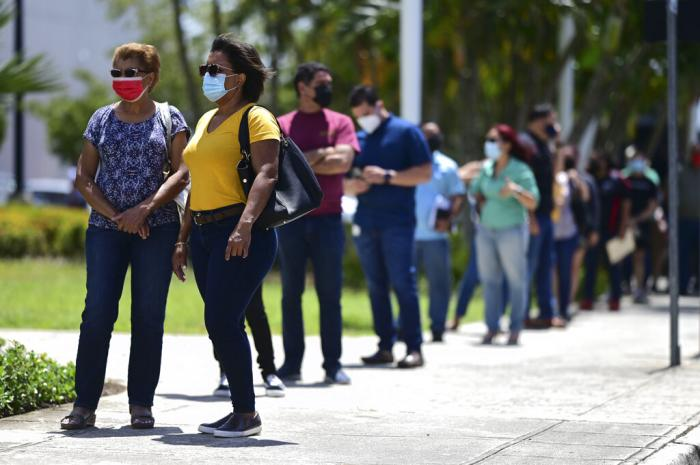 People line up outside the Miramar Convention Center for the first mass vaccination event carried out by the Department of Health and the Voces nonprofit organization.