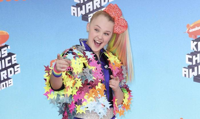 JoJo Siwa arrives at the Nickelodeon Kids' Choice Awards on March 23, 2019, In Los Angeles